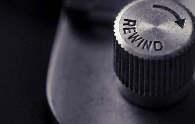 A rewind knob